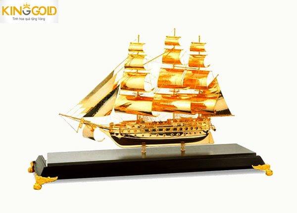 Cửa Hàng Bán Tượng thuyền buồm mạ vàng để bàn uy tín