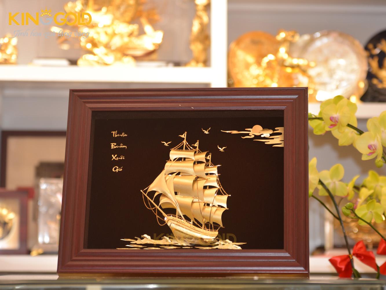 10 bức tranh thuận buồm xuôi gió chế tác từ vàng gây sốt