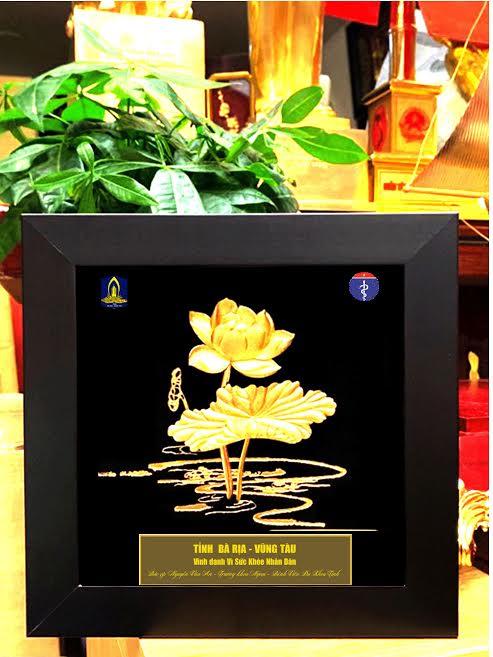 Tranh sen bằng vàng phục vụ các hội nghị năm 2020