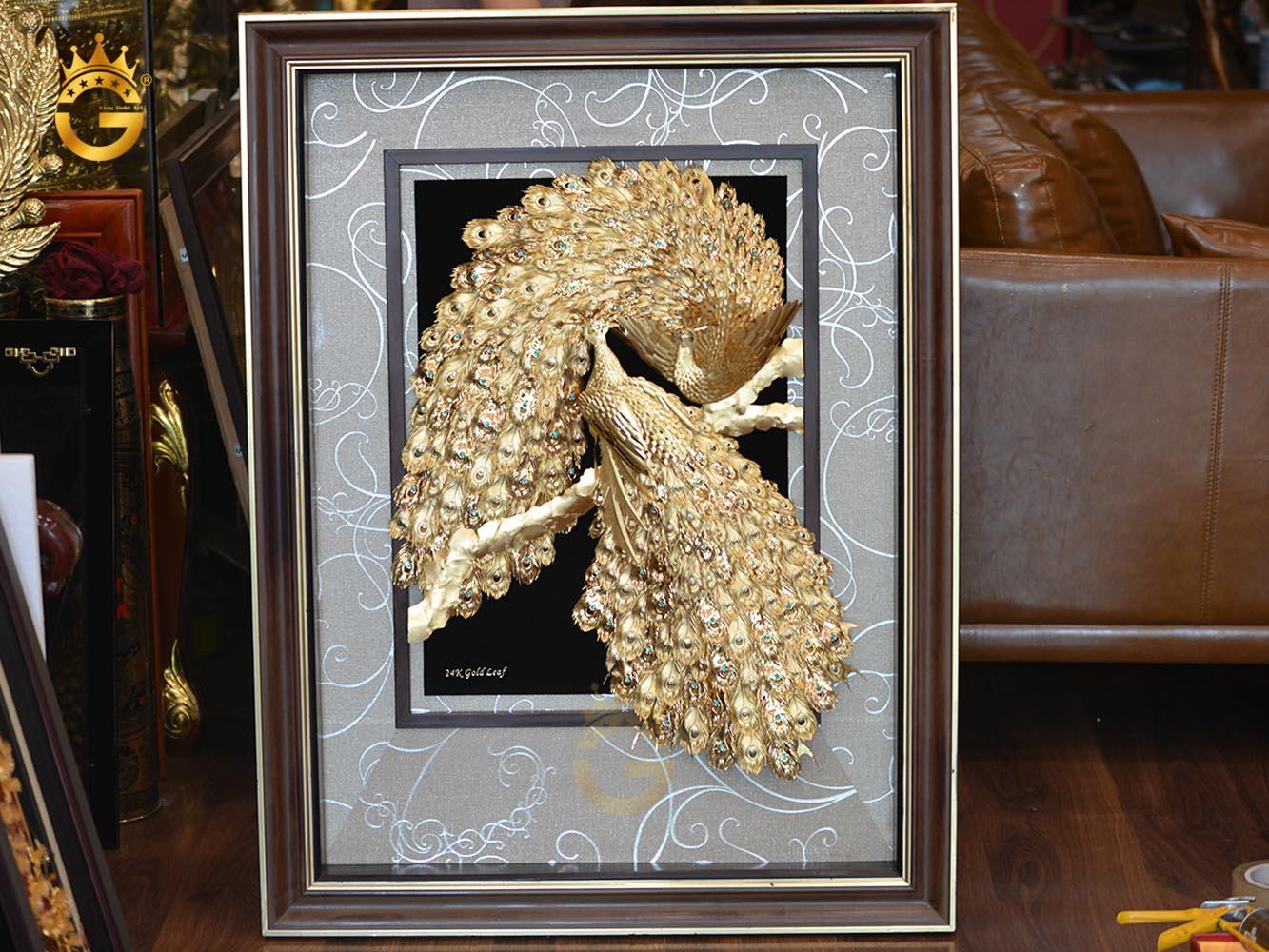 Tranh đôi chim công phú quý cát tường bằng vàng lá 24k đẹp tĩnh xảo