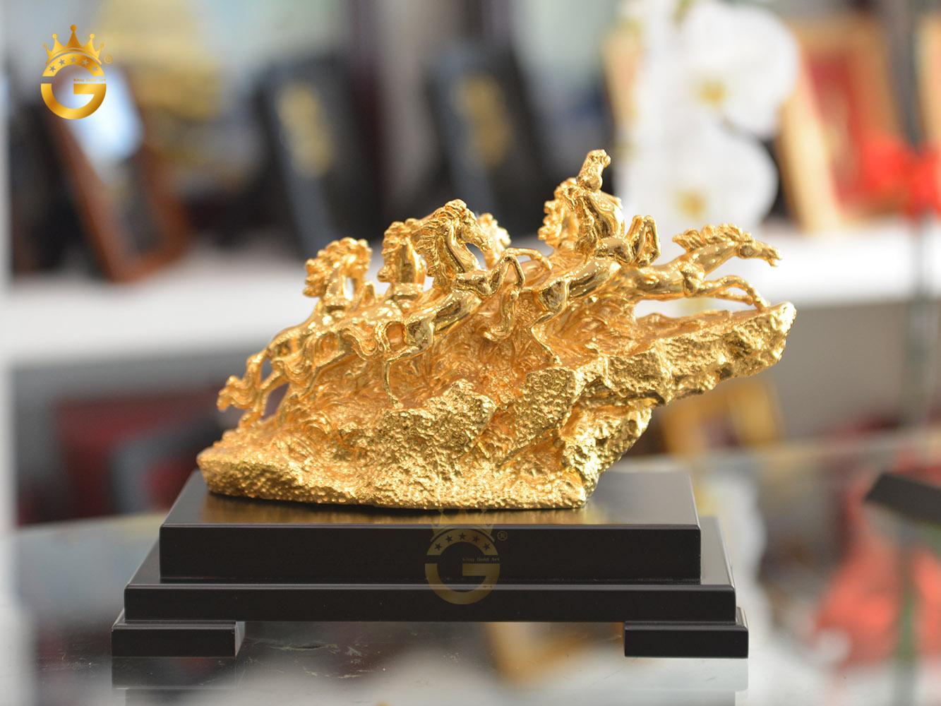 Quà tặng khánh thành công ty- tượng bát mã truy phong mạ vàng 24k