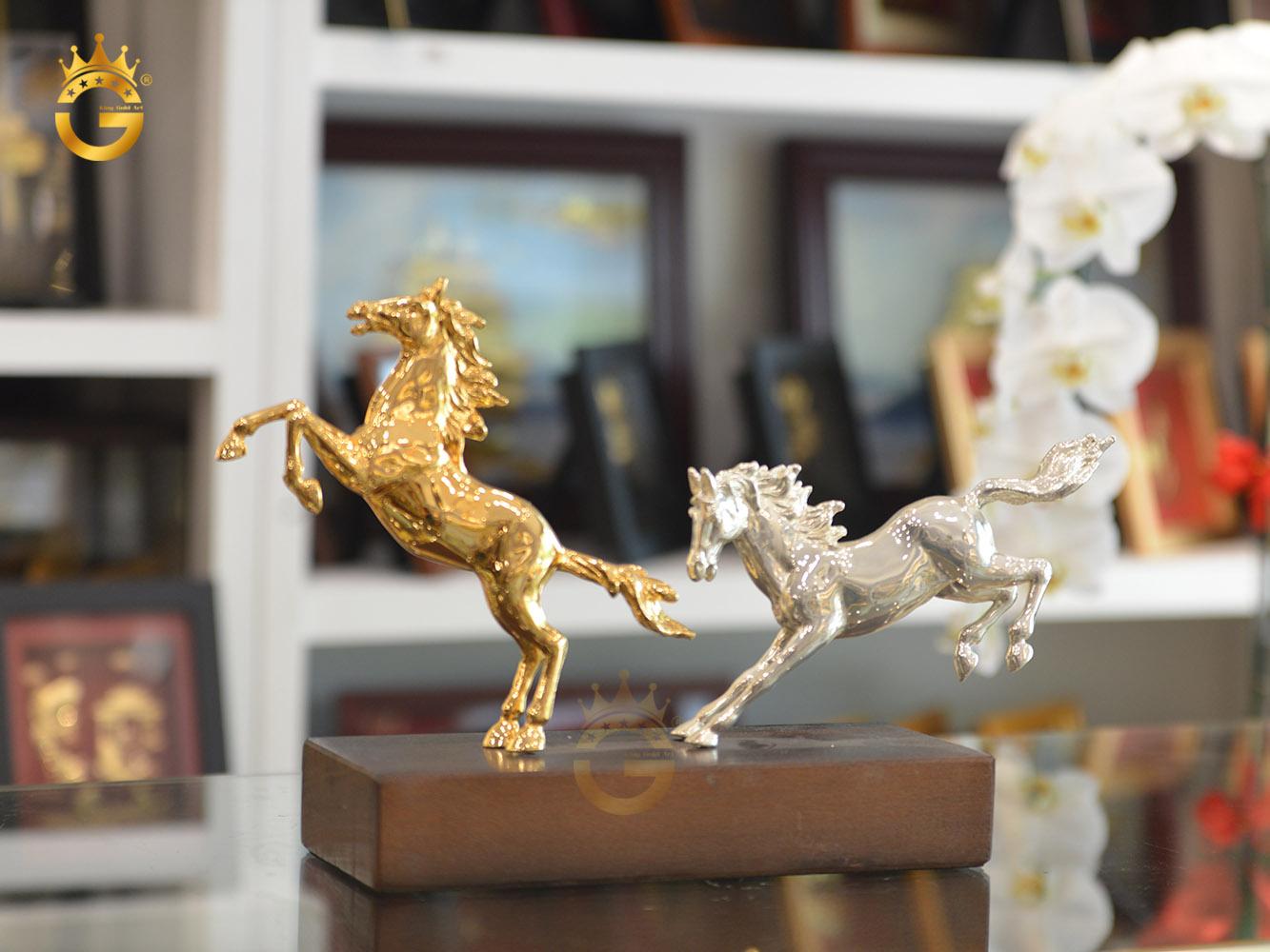 Tượng ngựa mạ bạc mạ vàng 24k đẹp tinh xảo làm quà tặng sếp nam tuổi Ngọ